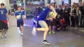 Трюки с мячом от Freestyle Sport на презентации нового Hyundai ix35 Тула