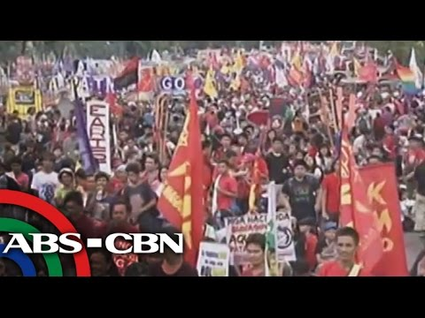Protesters sing, dance, burn Aquino effigy
