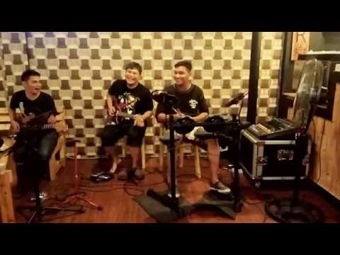 "INTERSTATE LOVE SONG, Cover By ""INSIDE PLUS"" at HONEYBEE CAFE Balikpapan - Indonesia"