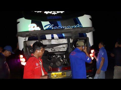 Asap putih keluar dari mesin belakang Bus Haryanto 91 ADIPATI  di Tol Cipali KM 180 pd malam hari