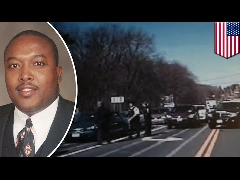 Police harassment: NY cops stop black parole officers at gunpoint in dashcam video - TomoNews