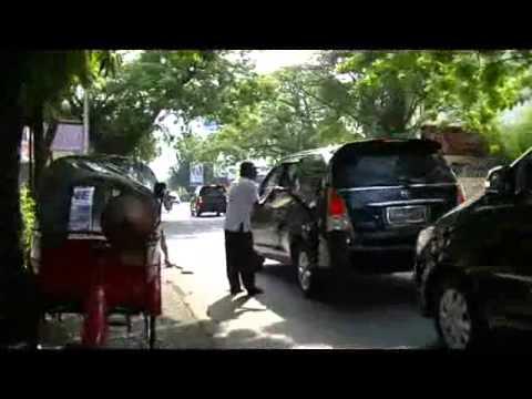 Jokowi bagi bagi amplop ke tukang becak