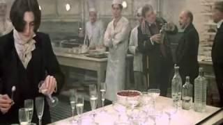 E LA NAVE VA (Et Vogue Le Navire) de Federico Fellini - Schubert au verres (extrait)