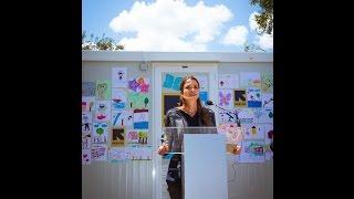 شاهد..الملكة رانيا تزوراللاجئين باليونان