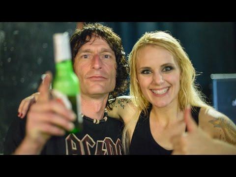 AC/DC girls backstage rock !!! mp3