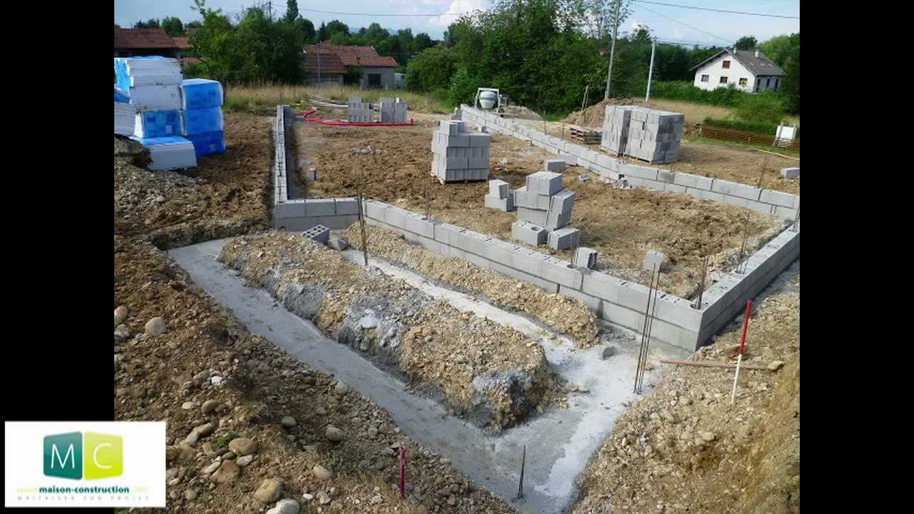 Les tapes de la construction d 39 une maison des fondations au toit steps of building a house - Plan de construction d une maison ...