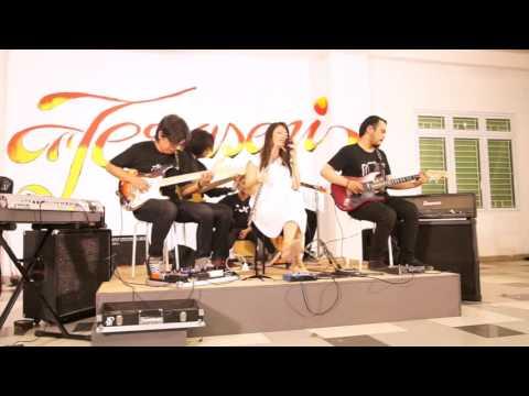 AREYOUALONE? - Rintik Hujan | Live at Teraseni Pascasarjana IKJ