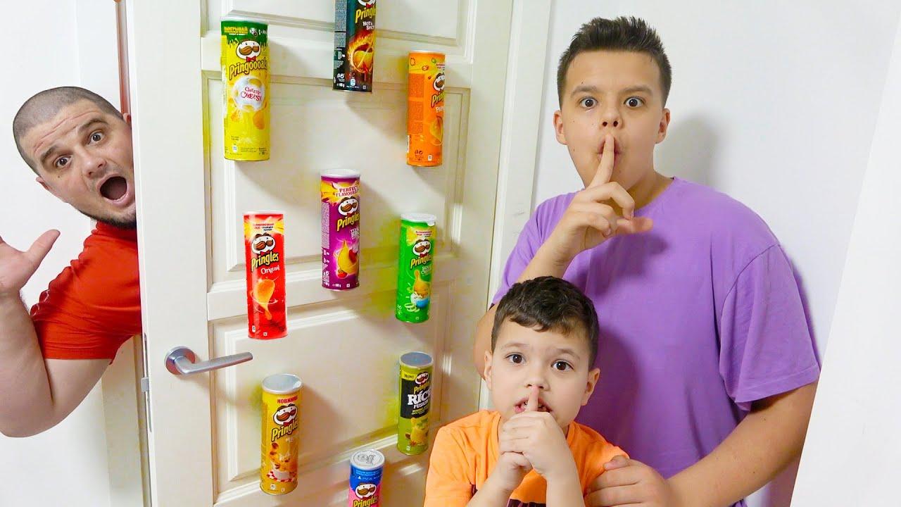 Егорка и Ярик спрятали  чипсы от папы