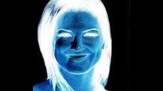 Kadının Burnundaki Noktaya 15 Saniye Bakın !