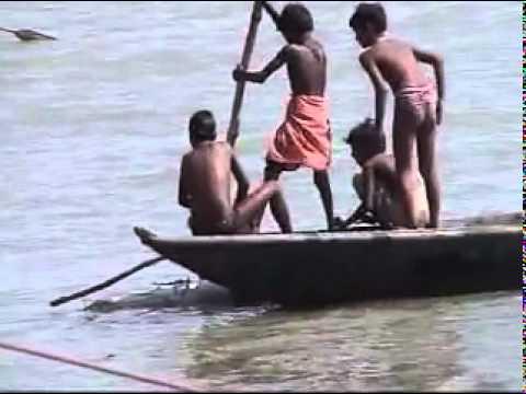 Mayat-Mayat Bergelimang di Sungai Gangga !.flv