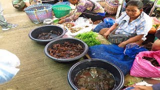 Thai-Laos Morning market , Frogs and Fields crabs in the market
