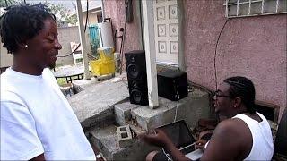 Американские гангста-рэперы из гетто в Лос Анджелесе