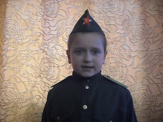 Изображение предпросмотра прочтения – АнастасияЮрочкина читает произведение «Детский ботинок» С.В.Михалкова