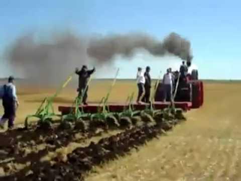 Kömürle Çalışan Eski Tarım Makinası