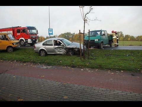 Kolizja VW Bora I VW Transportera Na Ul. Kaszubskiej W Słupsku - 17.10.2019