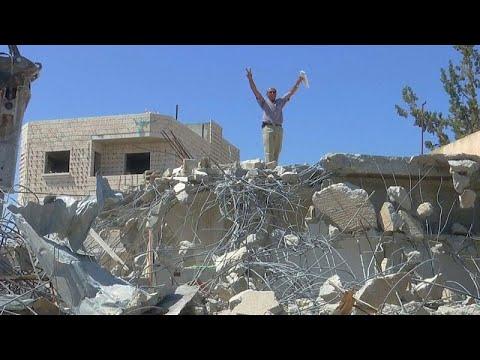 شاهد: فلسطينيون يهدمون بيوتهم لكي لا يسكنها مستوطنون  - نشر قبل 17 دقيقة