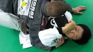 jiujitsu technic passing half guard part 1 pressure points on the top