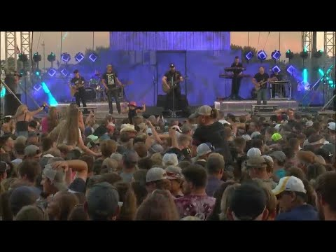 Crowds Number In The Thousands For Toby Keith Concert At Mississippi Valley Fair 5pm