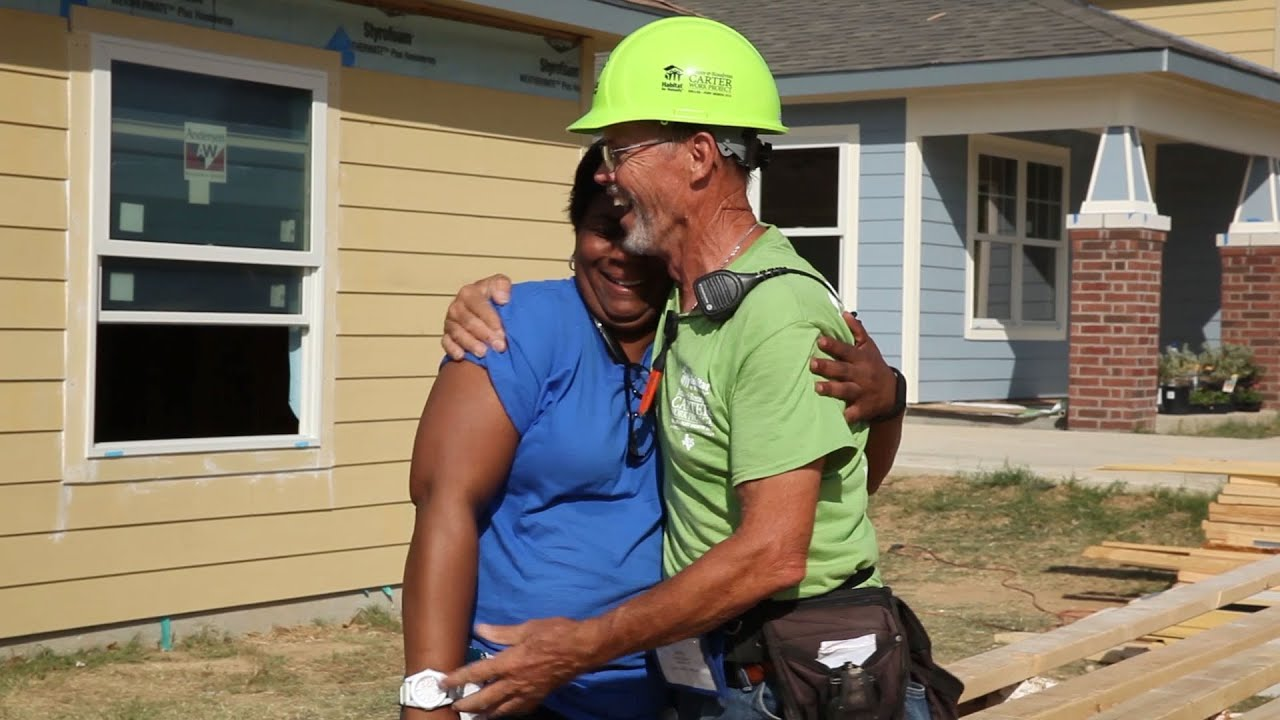 2014 jimmy rosalynn carter work project youtube for Help building a house