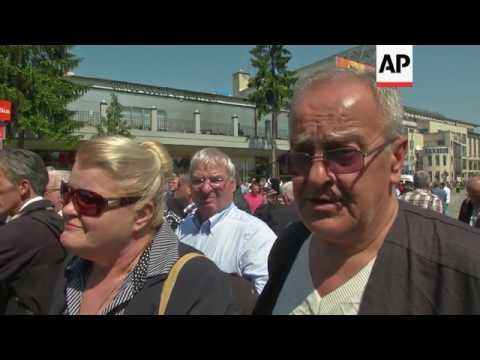 Bosnia's Muslims reopen mosque blown up in war