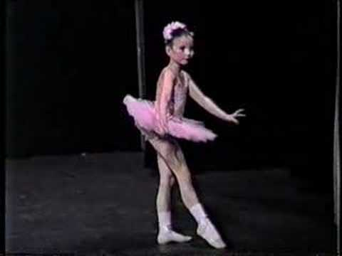 Nearly 5 year old girl does Classical Ballet - Operatic