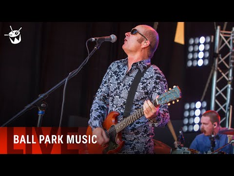 Ball Park Music ft Dave Faulkner cover 'Like Wow - Wipeout' at Beat The Drum