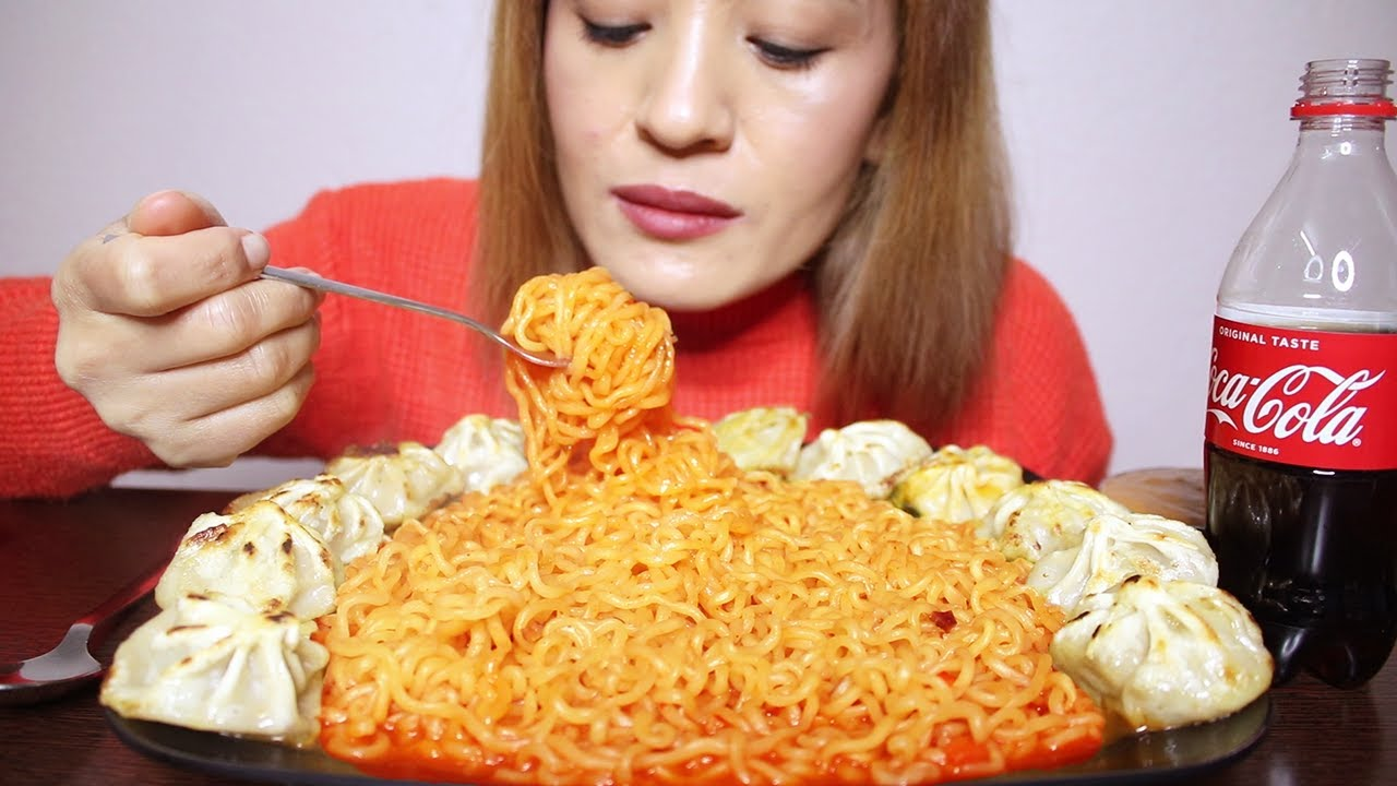 Download SPICY KOREAN SHIN RAMYUN NOODLES + FRIED CHICKEN MOMO/DUMPLINGS AND COKE #ASMR/EATINGSHOW