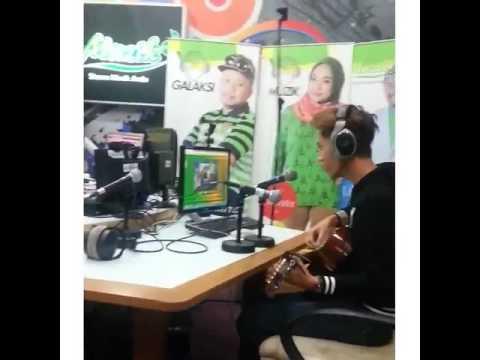 TERBENTANG JARAK - HARICK azha @ RADIO NASIONAL FM