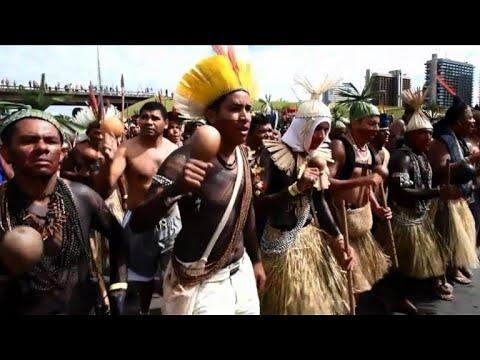 Brésil: Des indigènes marchent pour leurs droits à Brasilia