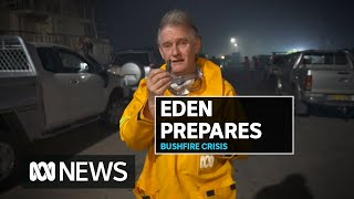 Eden residents move to coast as bushfire surges north towards town | ABC News