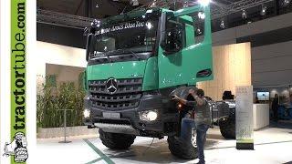 Agritechnica 2013: Der neue Mercedes Benz Arocs BlueTec T6 2042 wird als Weltneuheit präsentiert
