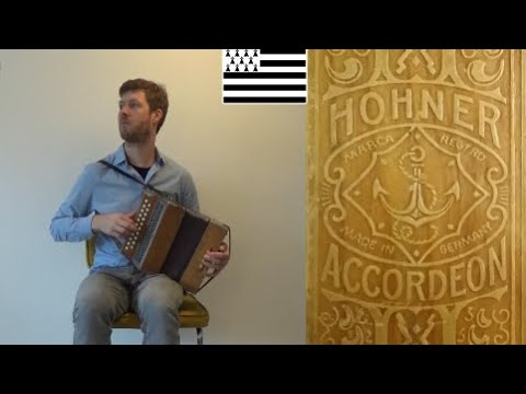 Breton Music on a restored Hohner Presswood converted to G/C