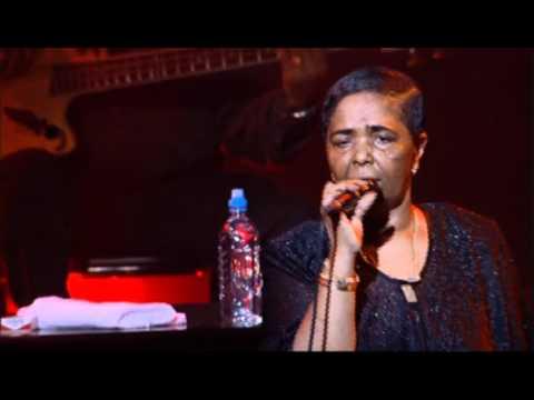 Cesaria Evora - Carnaval De Sao Vicente ( Live In Paris )