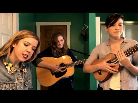 Toilet Tunes with Sarah Morris!  Special Guests - Reina and Toni from Reina del Cid!