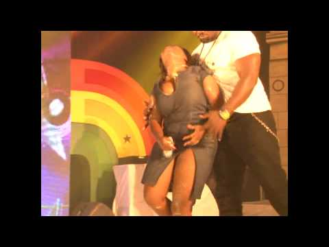 Sarkodie delivers lady on Ghana Meets Naija 2014 stage