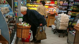 Женщина лишилась 37,5 тысяч рублей, после того как расплатилась картой в магазине: даже суд не помог