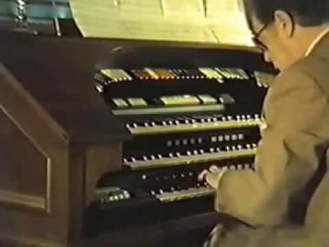 Eric Lord Playing the Conn 652 electronic theatre organ in 1985