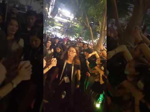 Mỹ Tâm gây hỗn loạn phố đi bộ Nguyễn Huệ sau Showcase 3/12/2017