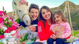 فاجأتها بحصان في عيد زواجنا💖🦄