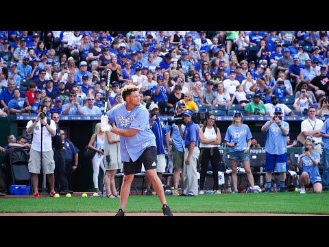 Patrick Mahomes And Paul Rudd Hit Home Runs In Big Slick Celebrity Softball Game
