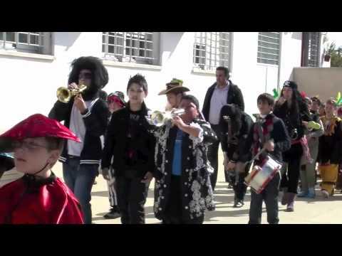 Pasacalles de Carnaval del alumnado del Colegio Maestro Pepe González