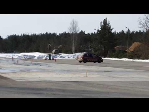 "Курс ""зимнего вождения"" на площадке. Männiku Libedasõidu rada, Tallinn"