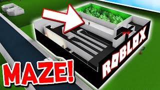 FIRST EVER HALLOWEEN MAZE IN ROBLOX BLOXBURG!!