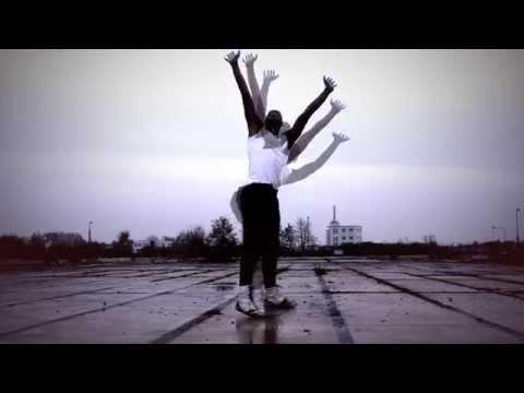 Madness - Our House (Lyrics) HQ von YouTube · Dauer:  3 Minuten 33 Sekunden