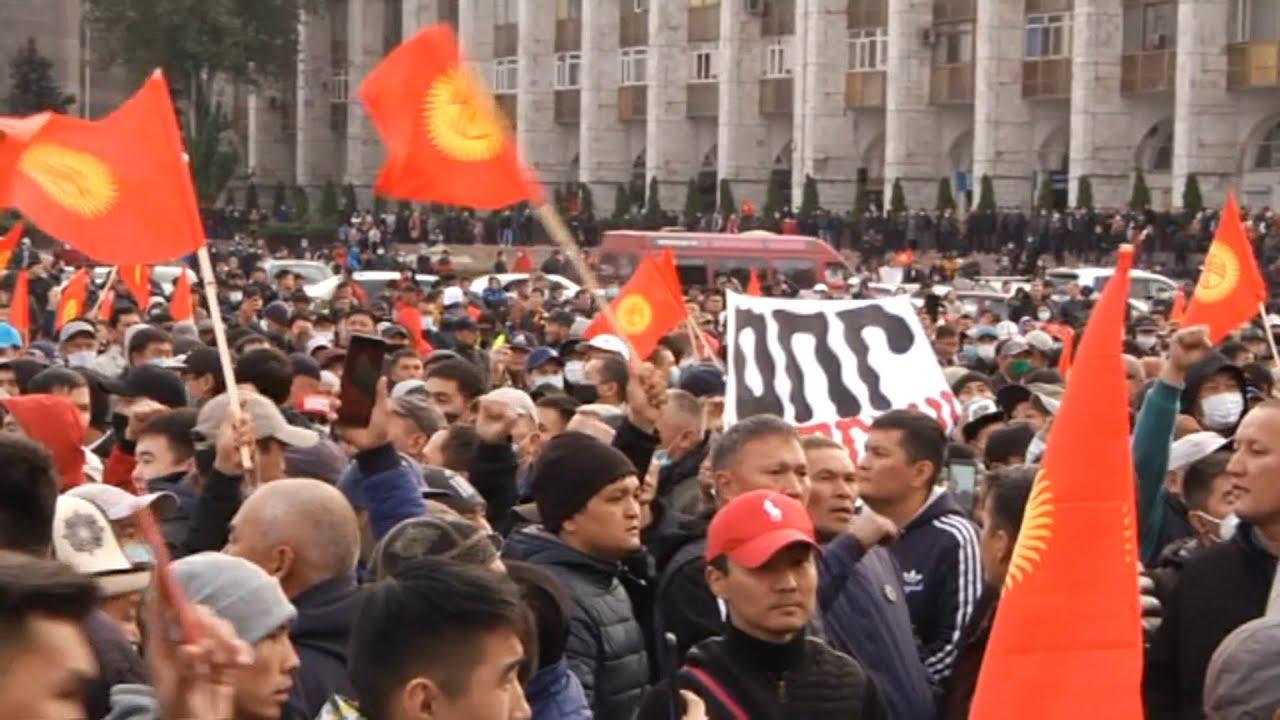 Киргизия: Режим ЧП и обстрел автомобиля экс-президента