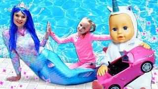 Фото Видео про игрушки   нашли в бассейне русалку Играем с куклой Беби Бон