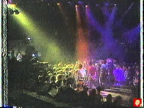"The Housemartins - Caravan Of Love - Live on ""The Tube"""