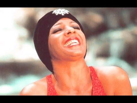 Shirley Bassey - DAYBREAK (A Barry Manilow Song) Dunn River - Jamaica (1979 Show #2)