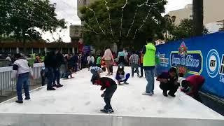 Дети играют в снежки в Гватемале