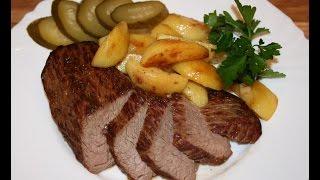 Ростбиф с запечённым картофелем и солёным огурцом